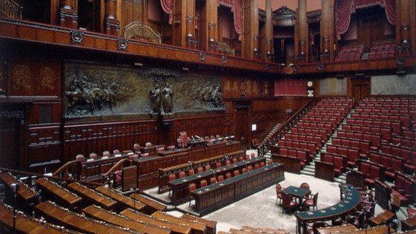 La farsa una commissione per ridurre il numero dei for Parlamentari numero
